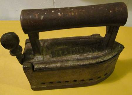 A German made Dallinette iron dating from about 1912. This item is at Market Lavington Museum