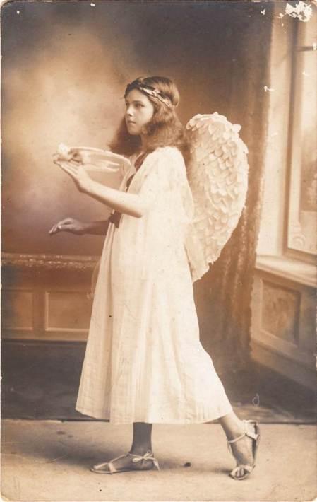 Ena Gye of Market Lavington in about 1920