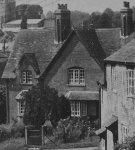 These cottages are still there and face up Lavington Hill