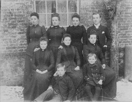 father, aunts and uncles of Tom Gye, all born in Market Lavington