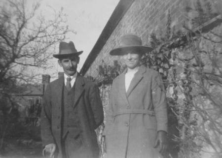 Mr Edwin and Mrs Mary Ann Potter of Market Lavington - Easter 1925
