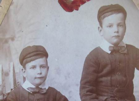 Two Burgess brothers of Market Lavington - but which two?