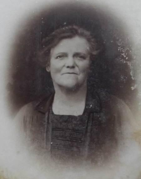 Elizabeth Saunders of Market Lavington in about 1930