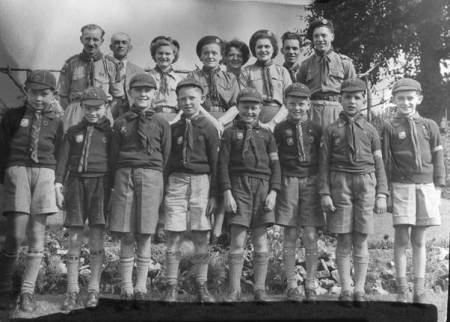 Market Lavington cubs and leaders in about 1950