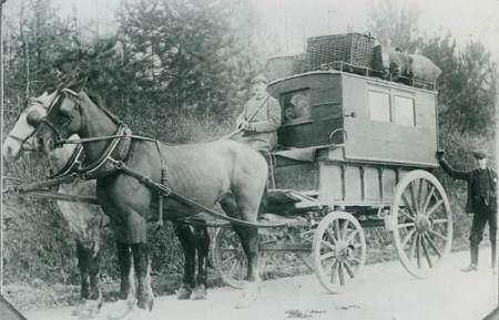 Edwin Potter's Market Lavington to Devizes bus in about 1900