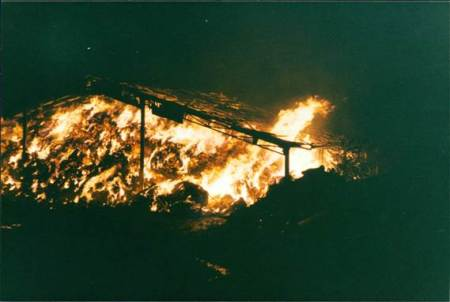 Knapp Farm barn ablaze on the night of 16/17th September 1989