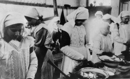 Market Lavington girls at a cookery class in 1920/21