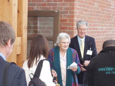 Peggy Gye with Peter Furminger declare Market Lavington Community Hall open - September 20th 2007