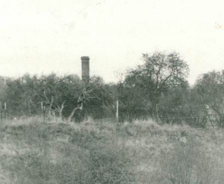 There's no sign of any brickworks across the road now but in 1948 a chimney was there.