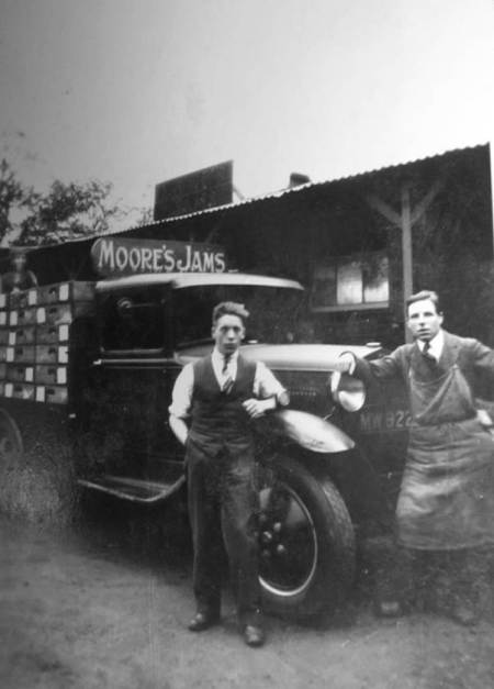 Samuel Moore lorry in about 1930