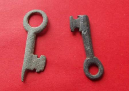 Two 12th century keys found in Market Lavington