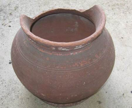 Lily pot made by Edward Box of Market Lavington in about 1880