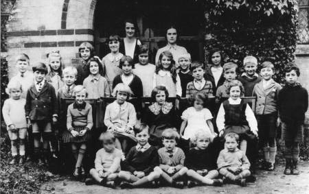 Easterton School pupils and teachers in 1934