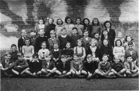 A market Lavington school phot from about 1950