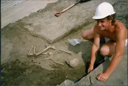 Archaeological dig at Grove Farm, Market Lavington - 1990/91