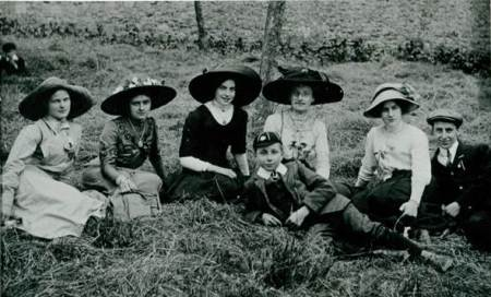 Members of the Market Lavington Congregational Church at Edington Gardens in about 1911