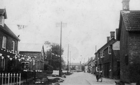 Easterton High Street in 1937