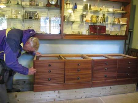 Drawer units being got in place - and they weigh nearly as much as a house!