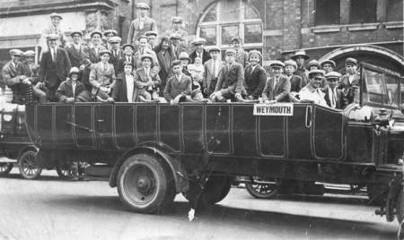 Fred Sayer Charabanc with choir members probably at Salisbury