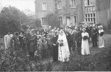 Wedding group at the marriage of Laurie Cooper to Renee Baker in 1946